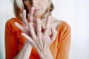 Nachtkernzenöl bei Polyarthritis